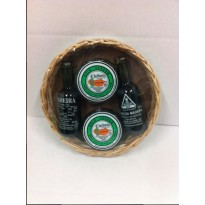 Two mini honey cakes and two bottles and basket 200g